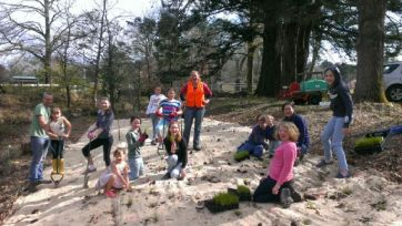 The Woodend Girl Guides had a ball planting along the creek in Spetpember last year. Please come along and help us make the plants look there very best!